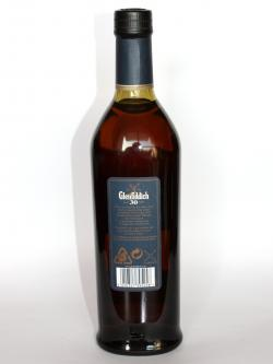 A photo of the back side of a bottle of Glenfiddich 30 year