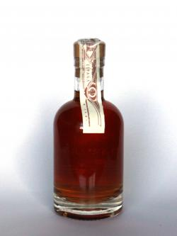 A photo of the back side of a bottle of Embrujo de Granada