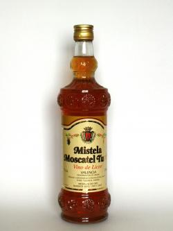A photo of the frontal side of a bottle of Mistela Moscatel Turis