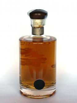 A photo of the back side of a bottle of Teerenpeli