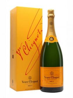 Veuve Clicquot Yellow Label NV / Magnum / Gift Box