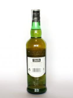 A photo of the back side of a bottle of William Lawson's